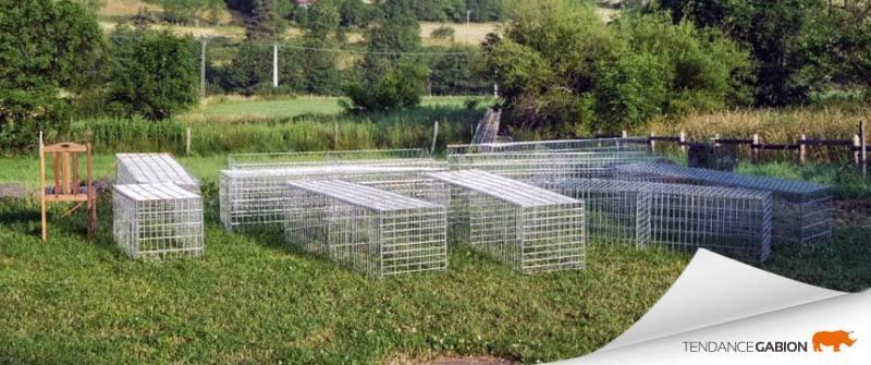 Tendance gabion, cages assemblées prêtes à mise en place