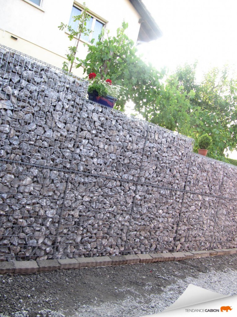 Tendance gabion, mur de soutènement en escalier