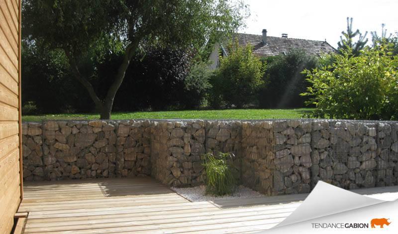 Tendance gabion, muret décoratif sur terrasse